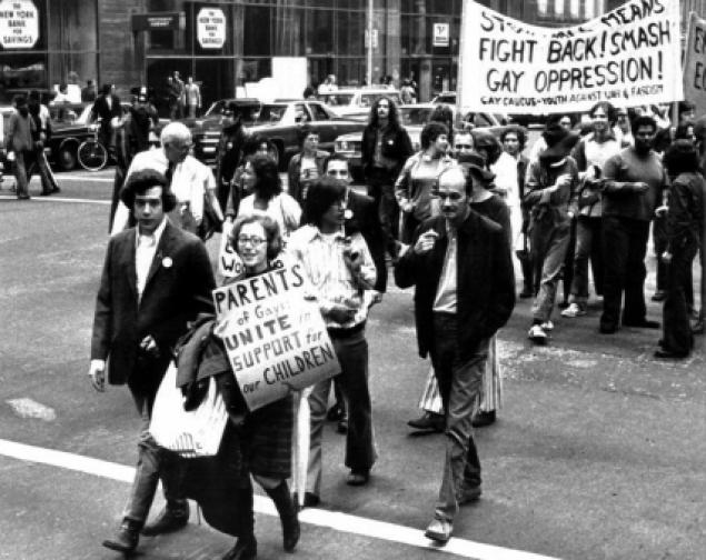 Jeanne Manford marches next to her son in 1972
